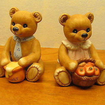 TWO VINTAGE HOMCO PORCELAIN BEAR FIGURINES