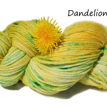 Superwash Merino - Dandelion - Worsted Weight - 4oz/115g/215yrds - Kettle dyed - yellow and green