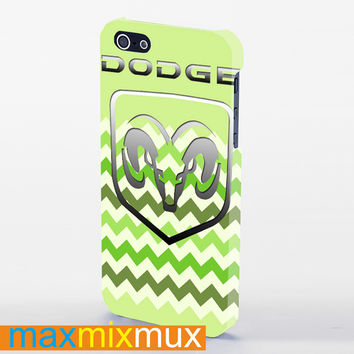 Dogge Logo On Green Chevron iPhone 4/4S, 5/5S, 5C Series Full Wrap Case