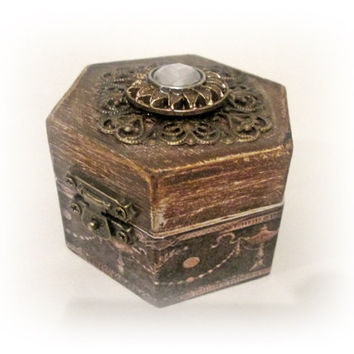 Rustic Ring Box.Wedding Ring Box Ring Holder Personalized Ring Box. Mr and Mrs. Save the Date Box Antique Ring Bearer Box Enagagement Box