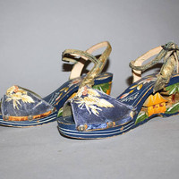 Vintage 40s WWII Philippines Novelty Sandals / Soldier Souvenir / Hand Painted Carved, Open Toe Wooden Wedges / Size 7.5 us, 38 eu, 6 aus