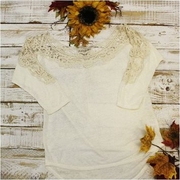 Lace beige 3/4 sleeve top