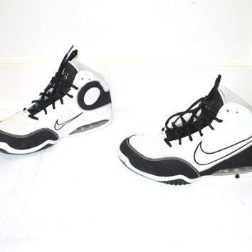 size 8.5 NIKE high top sneakers / vintage 90s AIR MAX black + white athletic shoes