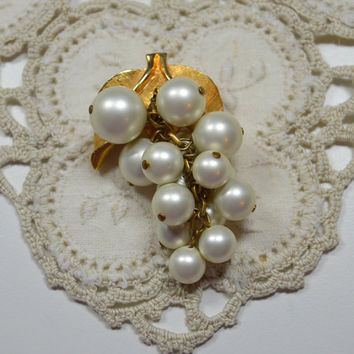 Vintage Grape Cluster Pin Brooch Pendant Faux Pearl Dangles Grape Clusters Mid Century Design Pearl Pin Pearl Cluster Brooch