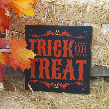 Trick or Treat Halloween Sign, Distressed, Halloween decor, Spooky Sign, Holiday, Halloween Decoration, Fall decor, Fall sign, Witch decor