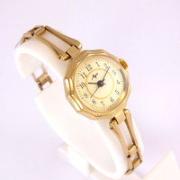 Soviet Vintage Gold plated Ladies Mechanical Wristwatch Bracelet LUCH. 17 jewels