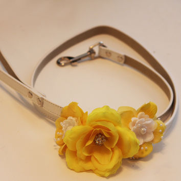 Yellow Floral Leash, High quality Leather, Yellow Flowers with Pearls, Yellow Wedding accessorry, Spring wedding