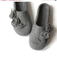 Women house shoes - grey felted wool slippers with roses - wedding gift - made to order