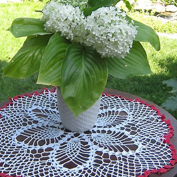 Vintage Round Crocheted Doily Round White Table Topper Pineapple Pattern Doily Tablecloth