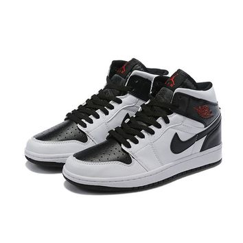 Air Jordan 1 Mid Classic Chicago Bulls - Best Deal Online