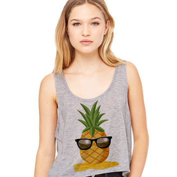 Grey Cropped Tank Top - Pineapple Man - Summer Outfit Spring Sand Sunglasses Fruit