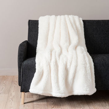 CÂLIN faux fur blanket in ecru 150 x 200cm | Maisons du Monde