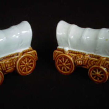 Conestoga Wagon Porcelain Salt and Pepper Shakers        (1264)