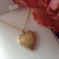 """14K Heart Mom Locket Pendant Necklace Floral Engraved Gold -Filled 18"""" Chain NEW Vintage Mother's Day Gift Engraved Floral NIB 70s photos"""