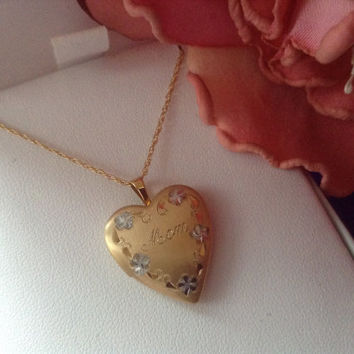 "14K Heart Mom Locket Pendant Necklace Floral Engraved Gold -Filled 18"" Chain NEW Vintage Mother's Day Gift Engraved Floral NIB 70s photos"