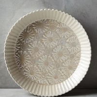 Raised Bloom Pie Pan by Anthropologie in Off White Size: Pie Dish Kitchen