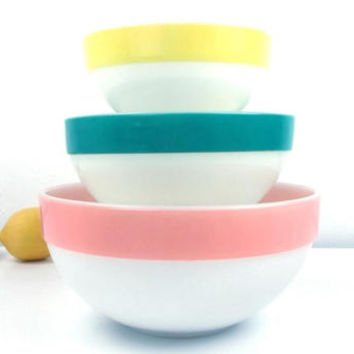 vintage 60s fire king mixing bowl set nesting colonial pattern pastel rim white milk glass pink blue yellow 3 three trio kitchen housewares