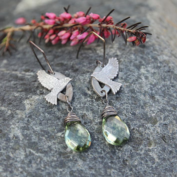 Silver bird earrings with green amethyst, nature inspired jewelry, silver clay earrings with faceted amethyst, bird jewelry, artisan birds