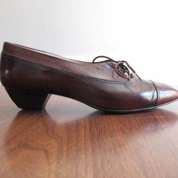 brown oxford pumps - 80s vintage Bruno Magli whiskey leather embossed low heels lace up embossed cap toe menswear inspired wood heel size 6
