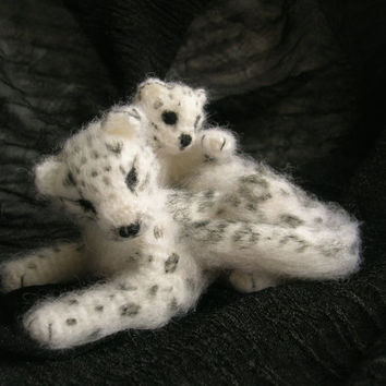 Beautiful Wild Cat-Snow Leopard with Kitten, Miniature Cat, Anniversary Gifts, Crochet Toy, Small Snow Leopard, Miniature Snow Leopard
