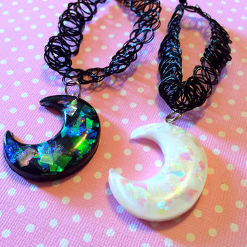 Crescent Moon Choker Necklace / Choker with Moon Charm / 90s Style Tattoo Choker / Pastel Goth Choker / Grunge Creepy Cute Alternative