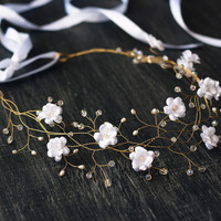 Bridal flower crown, wedding hair accessories, wedding tiara, bridal hair accessories, gold hair accessories, White bridal hair accessories.