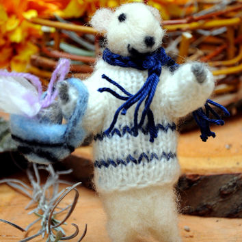 Felt mouse White mouse Elegant mouse carrying a basket filled with dry lavender!