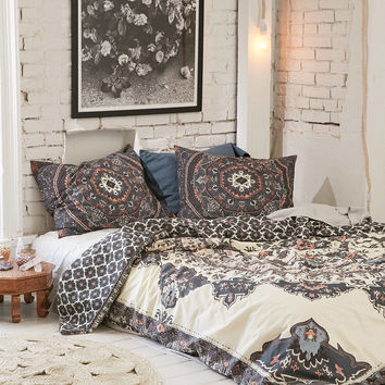 Magical Thinking Yaella Medallion Duvet Cover | Urban Outfitters