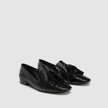 EMBOSSED LEATHER LOAFERS DETAILS