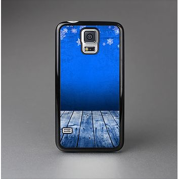 The Snowy Blue Wooden Dock Skin-Sert Case for the Samsung Galaxy S5