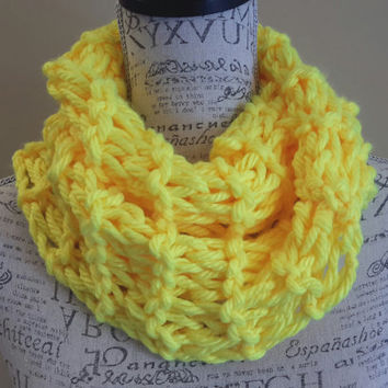 Chunky Neon Yellow Cowl. Bright yellow. Made by Bead G's on ETSY. Infinity cowl. Yellow scarf. Winter.