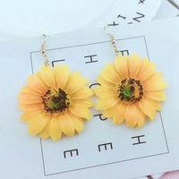 2018 New Fashion Sunflower Acrylic Earrings Boho Beach Vacation Big Flower Dangle Drop Earrings For Women Girls Charm Jewelry