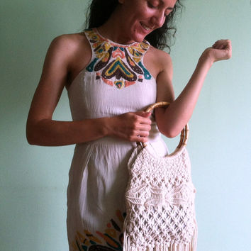 Cream Beige 70s Macrame Bag, Off White Purse With Bamboo Handle, Hippie Handbag, Fringed Crochet Tote, Festival Shoulder Bag, Woven Shopper