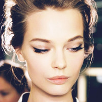 Holiday Beauty Inspiration : Winged Liner :: This is Glamorous