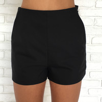 Lush Waist Shorts In Black