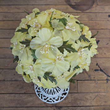Yellow Floral Hat / Pale Yellow Skull Cap / Vintage Wedding / Photography Prop / Vintage Bombshell / Floral Hair Accessory / Floral