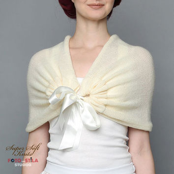Wedding shawl Bridal shawl ivory Bridal bolero Alpaca Silk Bridal Cape Knit Wedding Capelet Bridal  Wrap Bridesmaid Shawl Ivory Bridal Cape