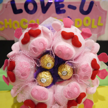 Pig doll flower bouquet. Piggies in love with you!!