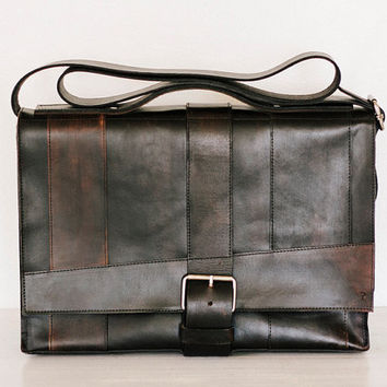 fullgive custom leather messenger bag  // strappy in fg-black