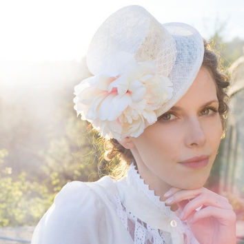 Bridal Wedding Mini Top Hat / Handmade / Straw Light / Off White / Flower Vintage Lace Tape / Elegant / Pale Pink