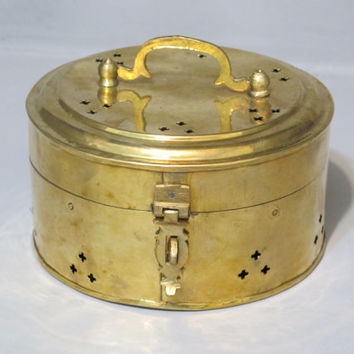 Vintage Shiny Brass Cricket Box / Good Luck Jewelry Box, Round Shape Trinket Box, Potpourri, Treasure Chest, Secret Keeper, Incense Burner