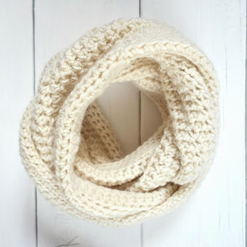 Cream Crochet Cowl Oversize Scarf Chunky Infinity Scarves Knit Accessory Women Circle Neckwarmer Men Fall Fashion Winter Accessories