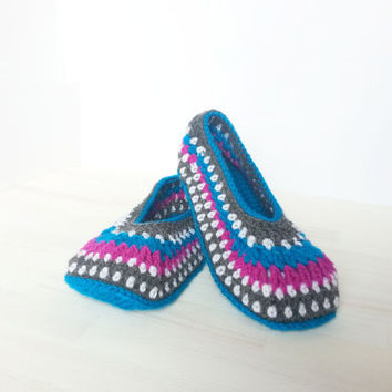 Crocheted Slippers for ladies, colorful pattern, very comfortable with optional anti-slip sole