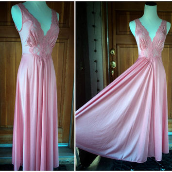 Vintage 80s Nightgown Vanity Fair Long Flowing Gown Lace Nylon Pink Peach Medium