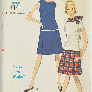 1960's Vintage Sewing Pattern - Vogue 6989 - Ladies One Piece  Dress - Size 14 - Bust 34 - Hip 36