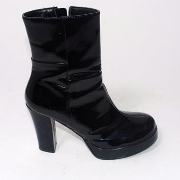 Vintage 1990s Black Patent shiny goth club kid high heel round toe stacked platform bootie boot 7.5