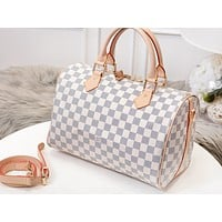 Louis vuitton sells women's casual shoulder bags with fashionable printed duffel bags #5