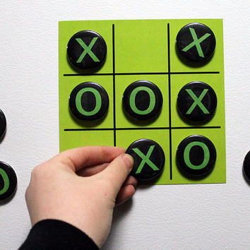Tic Tac Toe - Magnet Game - Fridge Magnet Xs and Os
