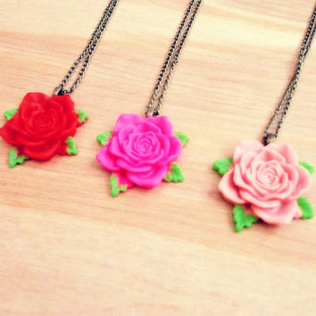 Vintage Style Rose Necklace - Red
