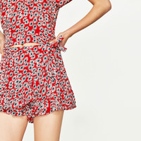 FLOWING SKORT WITH DAISIES